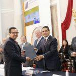 El mandatario michoacano reconoció la dedicación y profesionalismo de Guillermo Aguilera, quien dijo, es un ejemplo de que Michoacán cuenta con potencial para el desarrollo de investigaciones en diversos rubros