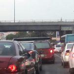 Fue después de más de una hora cuando arribaron al lugar policías de tránsito para tratar de controlar el tránsito vehicular