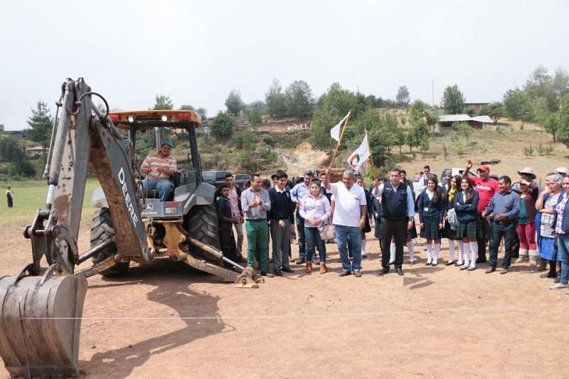 El director general del Telebachillerato Michoacán, Juan Carlos Barragán, comentó que esta obra se suma al programa de proyectos de infraestructura de este año
