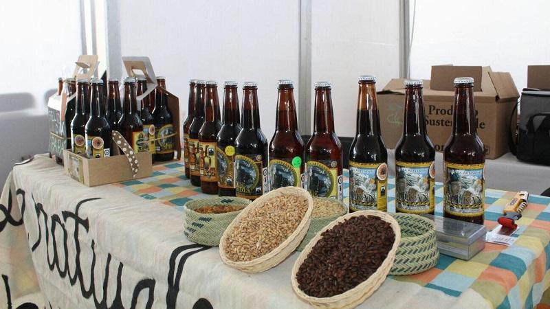 Para esta ocasión, el Festival Internacional de la Cerveza de Morelia cuenta con más de 20 expositores de cerveza artesanal internacionales y de distintos puntos del país, con más de 200 etiquetas, que ofrecen degustaciones, lo mismo que los expositores mezcaleros