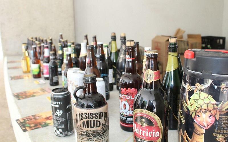 Para esta ocasión, el Festival Internacional de la Cerveza de Morelia cuenta con más de 20 expositores de cerveza artesanal internacionales y de distintos puntos del país, con más de 200 etiquetas, que ofrecen degustaciones, lo mismo que los expositores mezcaleros (FOTO: MARIO REBOLLAR)