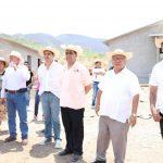 Gilberto Zarco y Elías Ibarra resaltaron la importancia de las obras, ya que después de ocho años de gestiones, se ha concretado la construcción de la Presa el Chihuero y a la par se están edificando las viviendas, escuelas, la Casa de Salud y la iglesia