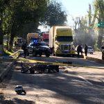 Personal de la Policía Michoacán se hizo cargo de acordonar el lugar mientras personal de la Fiscalía Regional realizaba el levantamiento del cuerpo para trasladarlo al Servicio Médico Forense