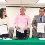 Tras realizarse la toma de protesta de 20 egresados de la Univim, la rectora Silvia Mendoza y el director general del Telebachillerato, Juan Carlos Barragán, suscribieron el convenio