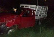 Reportaron automovilistas que sobre dicha carretera a la altura de la comunidad de San Juan Tecario se encontraba una camioneta volcada, trasladándose unidades de la Policía Michoacán y Protección Civil