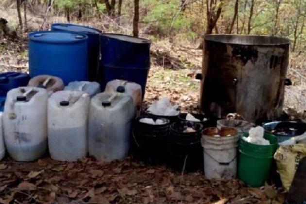 En el lugar no se localizó a ninguna persona, pero todo lo asegurado fue trasladado a la ciudad de Uruapan para ser puesto a disposición del Ministerio Público Federal