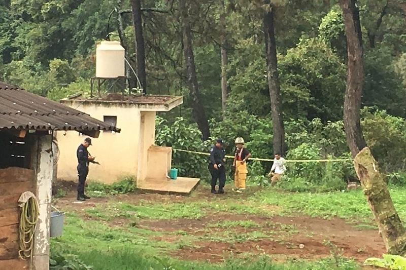 Los elementos de Bomberos Profesionales de Uruapan realizaron la penosa labor de rescatar el cuerpo putrefacto