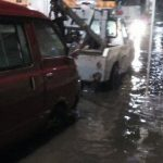 El Ayuntamiento de Morelia ha argumentado que invierte una cifra millonaria en la pavimentación de dicha vialidad, incluyendo drenajes, sin embargo, anoche fueron insuficientes para la cantidad de agua que cayó (FOTOS: Ale Zepol)