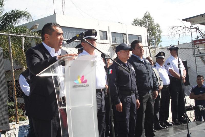 En el acto realizado en las instalaciones del cuartel Valladolid, el subsecretario conminó a los elementos policiales a seguir trabajando para inhibir la delincuencia y brindar tranquilidad a la población michoacana