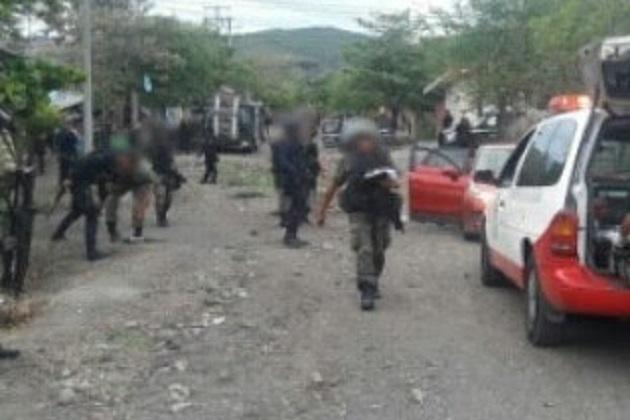 Con apoyo de elementos del Ejército Mexicano, Policía Federal y Policía Ministerial, esta noche la SSP continúa los operativos en la localidad para dar tranquilidad a la población y dar con los responsables