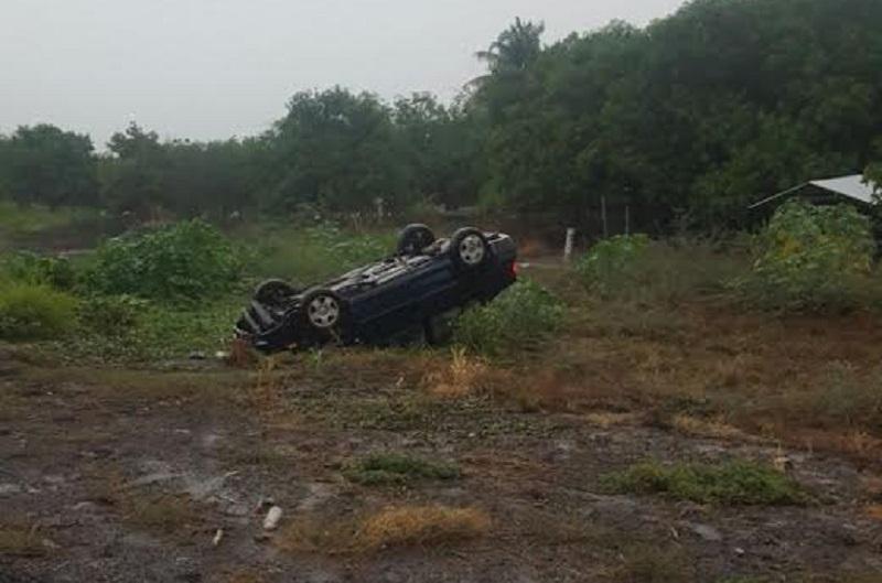 La persona fue atendida en un hospital privado del municipio de Uruapan, mientras elementos de la Policía Federal se hicieron cargo de realizar el peritaje y trasladar el vehículo a un corralón