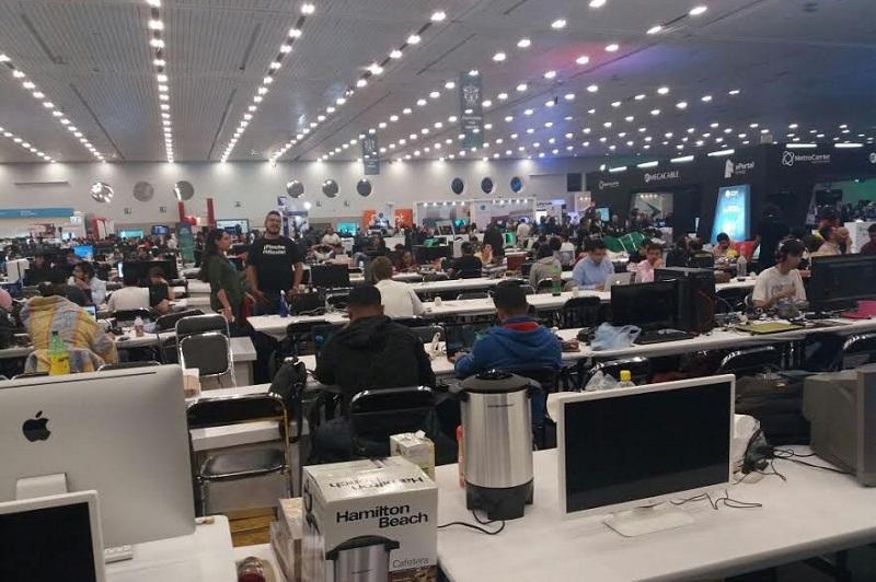 El titular de la Sicdet, José Luis Montañez, destacó que en el Campus Party Michoacán trabaja para estrechar lazos fraternales e institucionales con Jalisco para seguir impulsando el desarrollo científico, tecnológico y de innovación de la región
