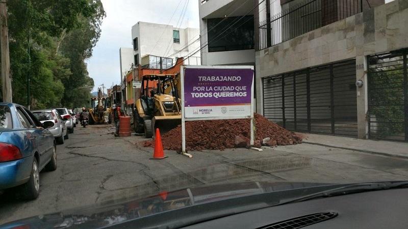 Como es costumbre, pese a lo complejo de la circulación en la zona, no se observó a agentes de tránsito que pusieran orden en el lugar (FOTO: FRANCISCO ALBERTO SOTOMAYOR)