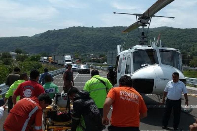 La persona fue liberada del interior de la unidad para posteriormente trasladarlo vía aérea a un hospital privado de la capital del estado, siendo identificado como Alfredo N., de 31 años de edad