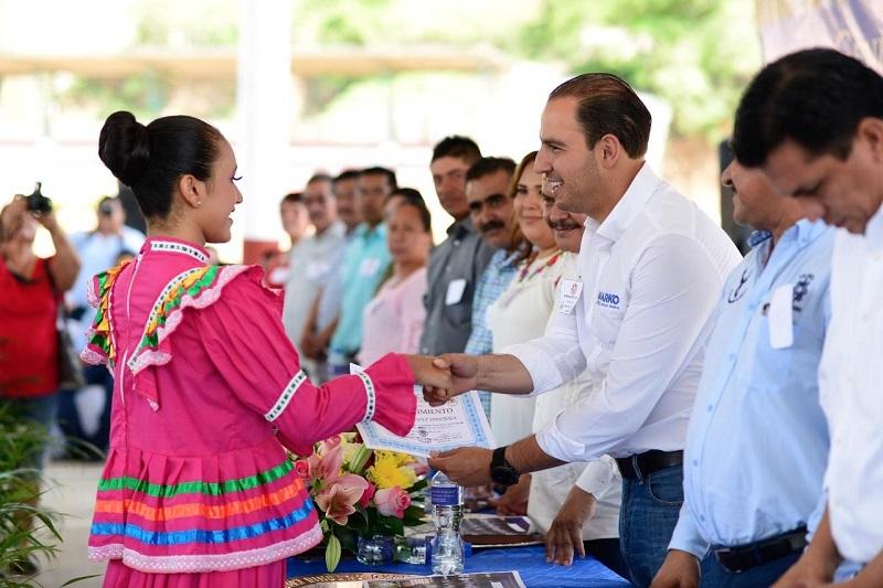 Cortés Mendoza llamó a los michoacanos a dejar a un lado las diferencias y trabajar en equipo, para lograr, mediante el esfuerzo conjunto, mejoras en los diversos sectores que registran rezago en la entidad