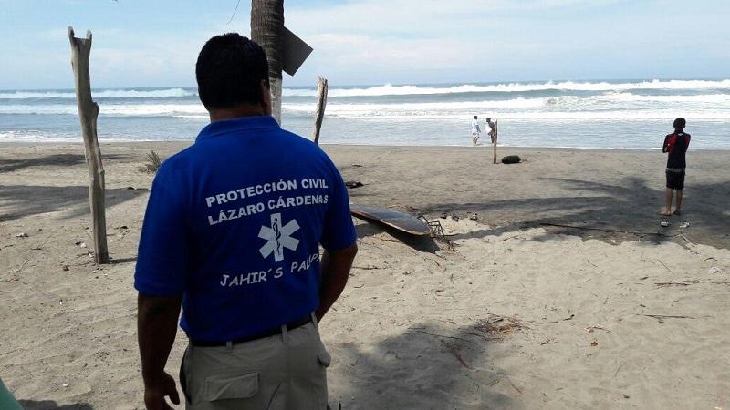De inmediato elementos del club Pelícanos quienes se encuentran en playa Eréndira acudieron al auxilio de ambos pescadores, los cuales fueron rescatados gracias a estos surfistas