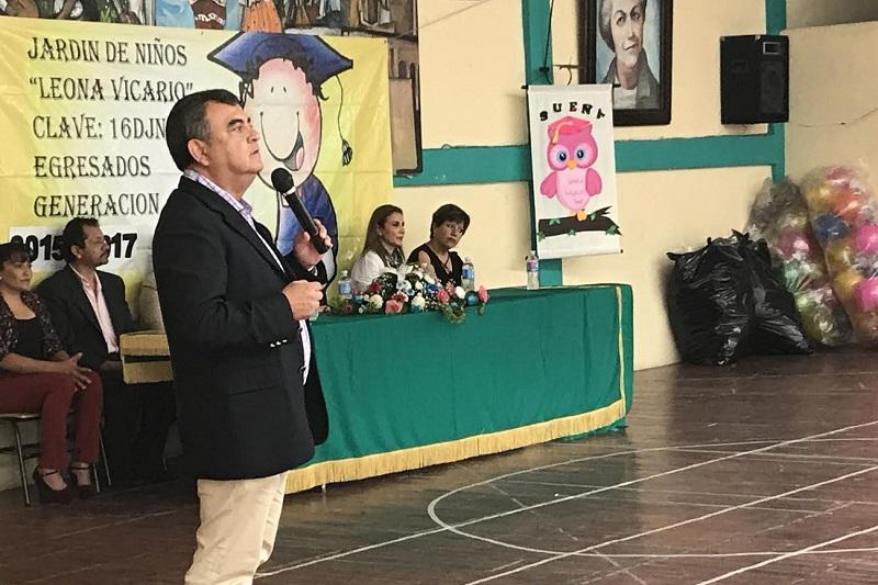 Ortiz García aceptó la invitación para apadrinar a la generación 2015-2017 del Jardín de Niños Leona Vicario