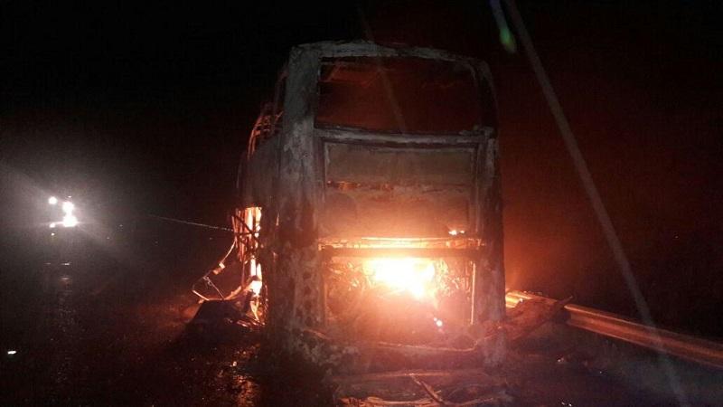 La persona quedó en el interior del autobús y le prendió fuego a la unidad y en cuestión de minutos quedó consumido en su totalidad, quedando la persona calcinada, el lugar fue acordonado por autoridades Federales y Estatales los cuales dieron de conocimiento a la Fiscalía del Estado