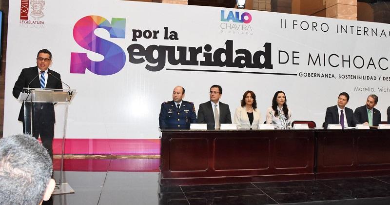 Durante su intervención el diputado, García Chavira, destacó que mientras continúa la discusión política sobre qué tipo de estrategia policial es la más conveniente, la ciudadanía exige soluciones