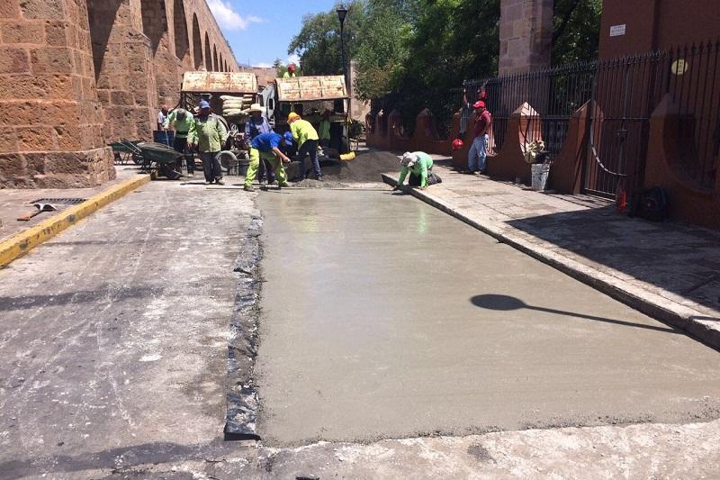 Por estas acciones de rehabilitación vial, se mantiene cerrado el sentido de oriente a poniente de la Avenida Acueducto, a partir de la calle Justo Mendoza hasta la Avenida Madero