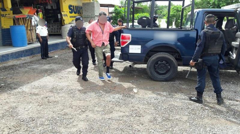 Un hombre fue baleado para despojarlo de su auto en la carretera Lázaro Cárdenas-La Mira
