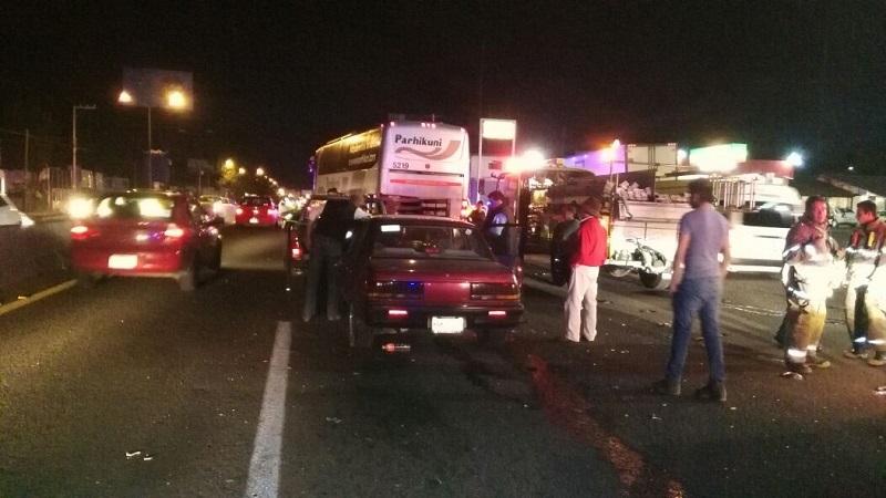 Como resultado del percance, tránsito vehicular en la zona se vio complicado por espacio de casi una hora