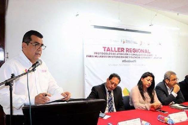 Elías Ibarra Torres asiste a la inauguración del Taller Regional sobre Protocolos de Atención y Canalización a Refugio para Mujeres en Situación de Violencia en Uruapan
