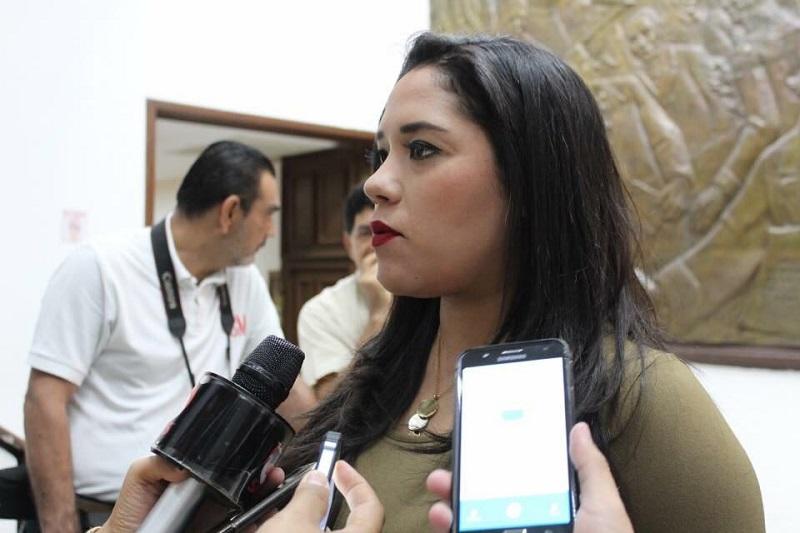 """Ruiz González negó categóricamente que se quiera poner al funcionario encargado de los programas educativos del estado """"en el banquillo de los acusados""""; se trata –dijo- de que rinda cuentas y despeje muchas dudas que se tienen sobre el manejo de los recursos que él administra"""