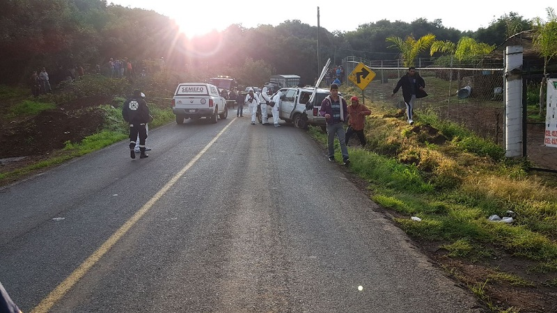 La circulación en la carretera Uruapan-San Juan Nuevo se paralizó por aproximadamente una hora, mientras se realizaban las labores de rescate