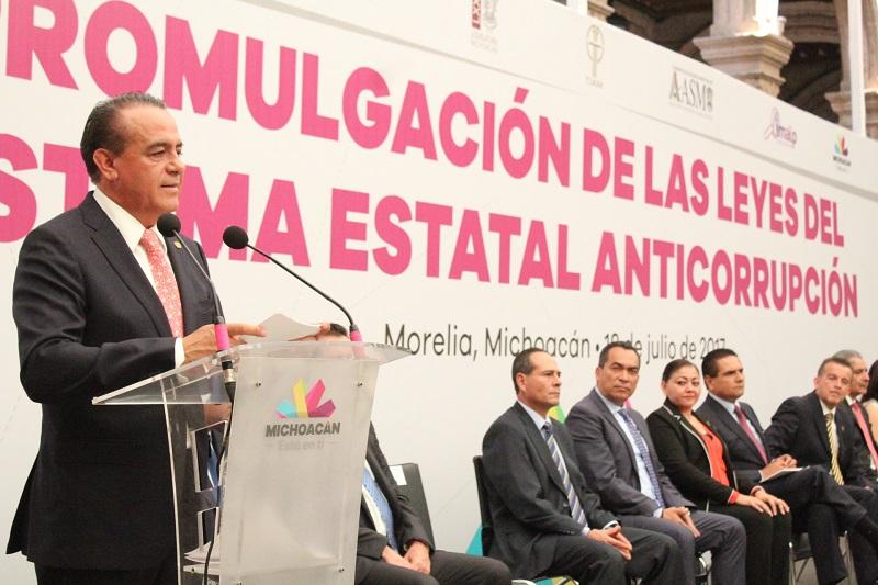 Sigala Páez señaló que el nuevo andamiaje legal con el que cuenta Michoacán en materia anticorrupción no sólo obedece a un mandato federal, sino que da cumplimiento a uno de los ejes principales en la Agenda Legislativa que desde su arranque aprobó la LXXIII Legislatura local