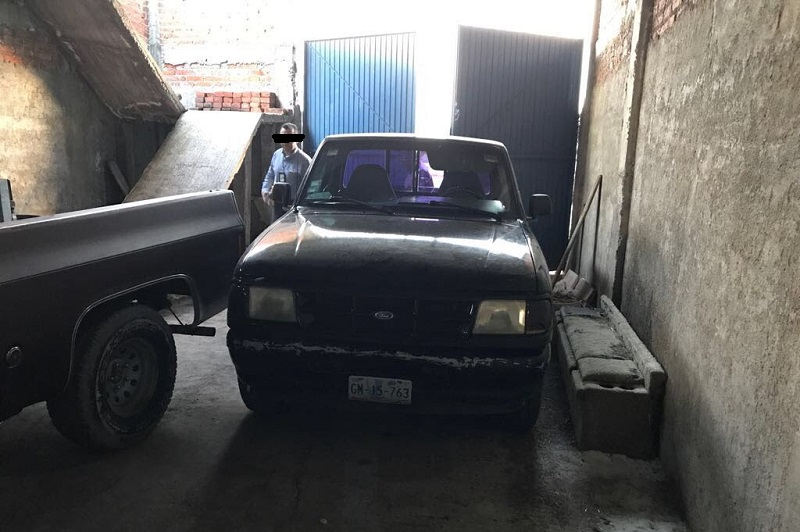 Una vez que se dio cumplimiento al mandato judicial se localizaron tres camionetas, por lo que se procedió a realizar una inspección en sus medios de identificación y se detectó que dos de éstas cuentan con reporte de robo registrado en Guanajuato