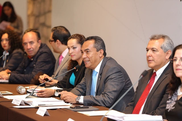 López Solís dijo que para la actual administración estatal, encabezada por el Gobernador Silvano Aureoles Conejo, es de la mayor relevancia atender la problemática que aqueja a las niñas, niños y adolescentes