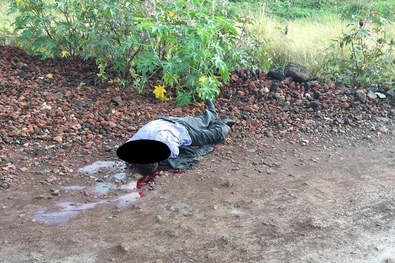 Según fuentes de la Policía Michoacán, al verificar el lugar no se localizaron casquillos percutidos, por lo que se cree que el cuerpo fue tirado en ese lugar