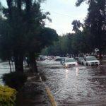 Como todos los años, persisten los problemas ocasionados por los fuertes encharcamientos en distintas zonas de la capital michoacana (FOTO: MARIO REBOLLAR)