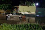 Pese a la contingencia provocada por las fuertes lluvias en el centro y sur de la ciudad, en este momento no hay unidades de bomberos disponibles para prestar apoyo