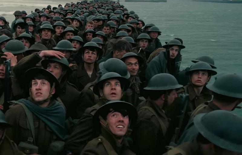 A pesar de ser una película de guerra, lo cierto es que vemos muy poca sangre en la pantalla, algo que no demerita el aspecto realista del filme, el cual funciona como una película de suspenso