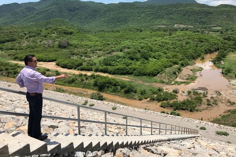 Silvano Aureoles recordó que tras varias décadas de gestiones para que se construyera la Presa El Chihuero, sus habitantes no podían quedar al margen y con incertidumbre sobre su porvenir