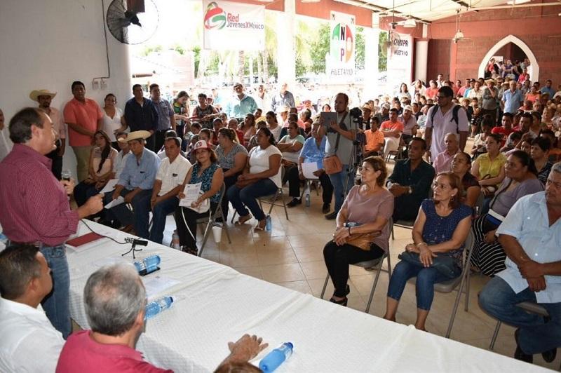 En la toma de protesta del nuevo Consejo Político Municipal de Huetamo estuvieron presentes ex presidentes municipales, ex dirigentes y los líderes más representativos de la localidad