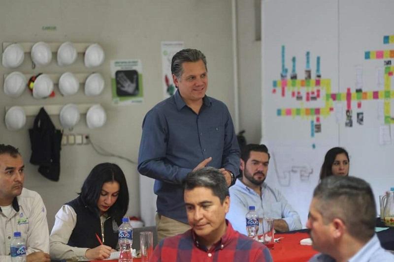El estudio indica que desde el 2001 el crecimiento económico de México ha promediado 2.2%, lo que representa un bajo desempeño económico que incidió para la desaparición de 1.83 millones de puestos de ocupación y empleo que pagan más de 5 salarios mínimos