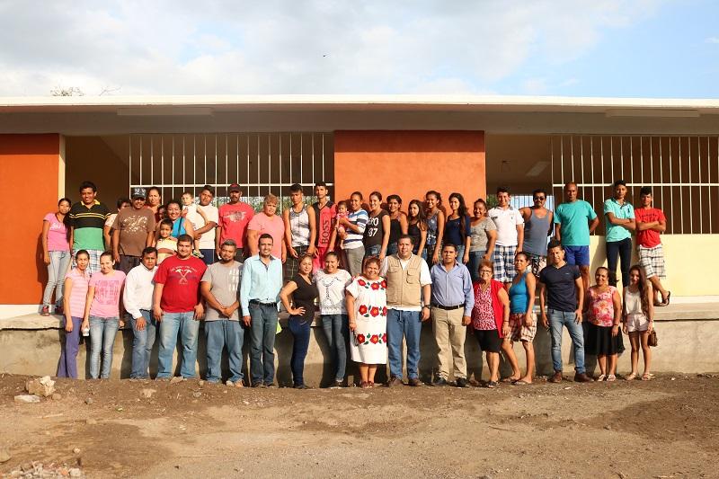 """En Michoacán estamos haciendo las cosas bien, y por ello les facilitamos el derecho a la educación para que sean partícipes en la vida económica, política, cultural, artística y científica en la sociedad"""", destacó Barragán Vélez"""