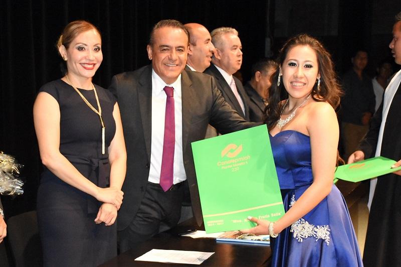 Importante impulsar la educación en Michoacán, continuar trabajando para dejar de ser el estado que ocupa el primer lugar a nivel nacional en deserción escolar a nivel secundaria, por ello es necesario apoyar e incentivar los jóvenes estudiantes para que no abandonen sus estudios y se forjen un mejor futuro