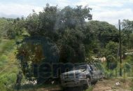 En una ambulancia del Ejército Mexicano y de Protección Civil del Estado trasladaron a los heridos al Hospital Naval, en Ixtapa, Zihuatanejo, para ser intervenidos por el personal de urgencias