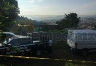 Arribaron al lugar elementos de la Policía Michoacán para acordonar el área, en tanto que agentes de la Fiscalía iniciaron las primeras investigaciones y ordenaron que el cuerpo fuera enviado al Semefo
