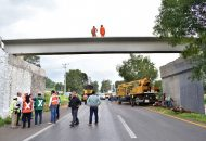 Este martes la dependencia solo concluyó con la colocación de dos trabes en el sentido que va de Morelia hacia Pátzcuaro por lo que este miércoles se colocarán las dos que corresponden al sentido contrario al filo de las 10 de la mañana