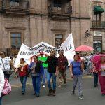 De acuerdo con los manifestantes, desde 1993 adquirieron al derecho a becas escolares por parte de la OEIPF, pero este año fueron suspendidas por la actual administración estatal del gobernador Silvano Aureoles (FOTO: FRANCISCO ALBERTO SOTOMAYOR)