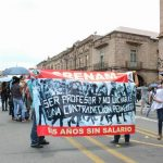 Ahí, en plena Avenida Madero, los manifestantes mantuvieron un plantón y bloqueo a la vialidad por varias horas, ante la molestia de automovilistas y la omisión de las autoridades