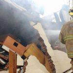 La explosión provocó un conato de incendio que fue atendido con oportunidad, el cual también originó una fumarola demás de 15 metros de altura