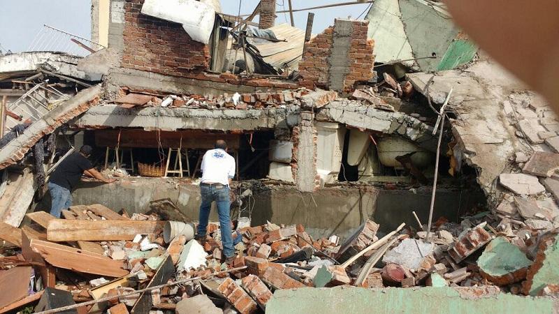 """Un tanque estacionario de gas LP explotó y destruyó la panadería """"Alejandre"""" en la ciudad de La Piedad, Michoacán, dejando una persona fallecida y 8 lesionados, así como varias viviendas afectadas"""