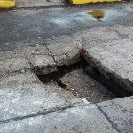 Cada vez son más los ciudadanos que se quejan por los daños y afectaciones que les causan los baches y socavones a lo largo y ancho de la ciudad de Morelia