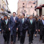 Autoridades estatales y municipales culminaron el recorrido en Palacio Municipal, donde rindieron honores al Lábaro Patrio